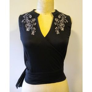 Kenneth Cole Wrap Top Embroidered Black White M